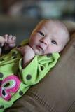 新出生的举行父亲的手指 库存图片