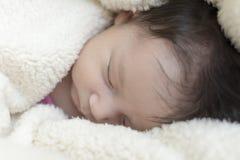 新出生的女孩 免版税库存照片