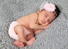 新出生的女婴 免版税图库摄影