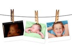 新出生的婴孩的图象喜欢3D超声波和同样婴孩7天ol 免版税图库摄影