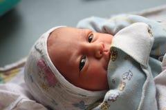 新出生的婴孩第一天 库存图片
