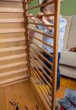 新出生的孩子聚集的轻便小床在家 库存图片