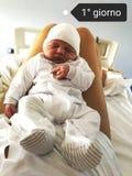 新出生的男孩在夏天 库存照片
