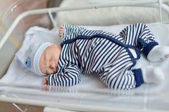 新出生的婴孩在产前医院 免版税库存图片