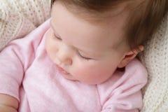 新出生的婴孩宏观眼睛鞭子 库存图片