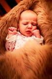 新出生的婴孩微笑的面孔特写镜头画象  免版税库存图片
