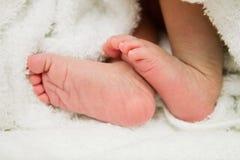 新出生的婴孩脚 免版税图库摄影