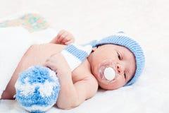 新出生的婴孩(在7天岁) 免版税库存照片