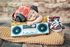 年轻新出生的DJ的画象 库存图片