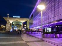 新制造的Galeria卡托维兹和火车站在卡托维兹由圣诞灯装饰了 库存照片
