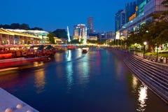 新加坡。 克拉克奎伊在晚上 库存照片