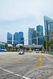 新加坡。 Sreet和摩天大楼 库存图片