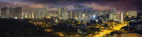 新加坡与风雨如磐的天空的居住区 库存图片