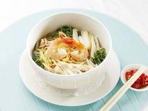 新加坡亚洲样式大虾面条 免版税库存照片