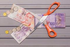 新加坡元和硬币在令吉货币顶部 免版税图库摄影
