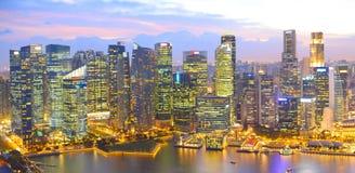 新加坡全景暮色,鸟瞰图的 免版税库存图片
