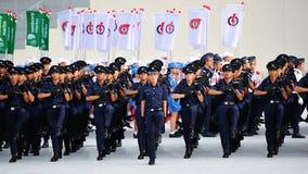 新加坡前进在国庆节游行(NDP)排练期间的警察2013年 免版税图库摄影