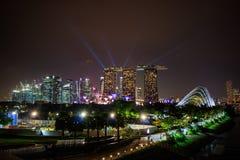 新加坡在夜和激光展示里 库存照片