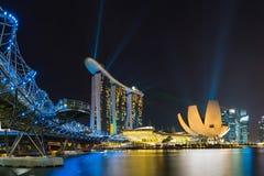 新加坡在微明的地平线都市风景在小游艇船坞海湾 免版税库存图片