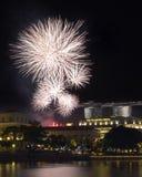 新加坡在Fullerton的国庆节烟花 免版税库存图片