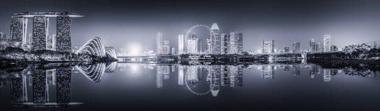新加坡地平线和小游艇船坞海湾,黑白 免版税库存照片