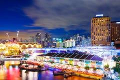 新加坡夜在晚上 免版税库存图片