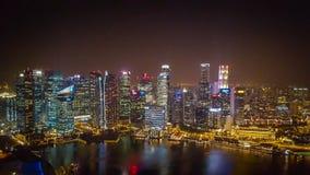 新加坡夜视图从小游艇船坞海湾的铺沙SkyPark 免版税图库摄影