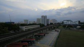 新加坡大量高速运输在日落的Eunos区与移动的云彩Timelapse 影视素材