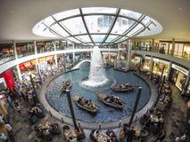 新加坡小游艇船坞海湾沙子和庭院激光展示由海湾 图库摄影