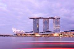 新加坡小游艇船坞海湾沙子Nightscape 库存图片