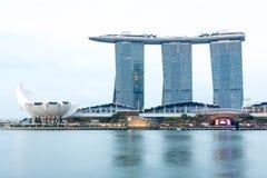 新加坡小游艇船坞海湾铺沙旅馆和河,新加坡, 4月14日, 图库摄影