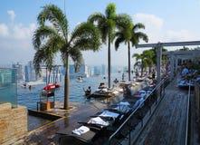 新加坡小游艇船坞海湾铺沙旅馆游泳池 免版税图库摄影