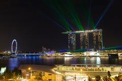 新加坡市港口在晚上 免版税库存图片