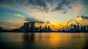新加坡市,新加坡:1月2,2018 :新加坡地平线 新加坡` s商业区、小游艇船坞海湾沙子和庭院由海湾 股票录像