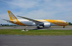 新加坡根据Scoot航空公司波音787-9 dreamliner ` s边射击 免版税图库摄影