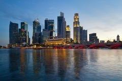 新加坡河在日落的江边地平线 免版税库存照片