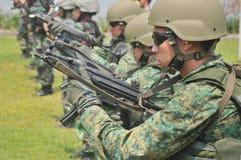 新加坡海军(RSN)和TNI-AL Kopaska锻炼海军潜水单位(NDU)共和国 免版税库存照片