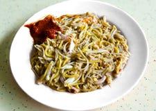 新加坡烹调Hokkien Mee或混乱油炸物面条 免版税图库摄影
