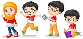 新加坡男孩和女孩用不同的行动 免版税库存照片