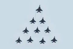 新加坡的第五十周年50年国庆节排练,战斗机形成飞行在城市 图库摄影