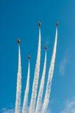 新加坡的第五十周年50年国庆节排练,战斗机形成飞行在城市 库存图片