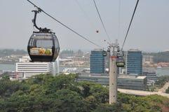 从新加坡的缆车到圣淘沙海岛 免版税库存图片