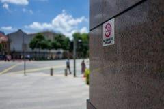 新加坡禁烟由法律标志 免版税图库摄影