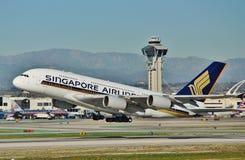 新加坡空中客车A380离去洛杉矶 库存照片
