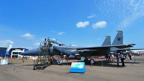 新加坡空军队(RSAF) F-15SG孪生引擎空气优势在显示的喷气式歼击机共和国在新加坡Airshow 免版税图库摄影