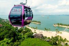 新加坡缆车在圣淘沙海岛有鸟瞰图 免版税图库摄影