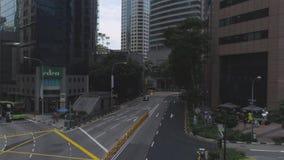 新加坡街市街道看法有商店和繁忙运输的 射击 交通在日间城市,运动  影视素材
