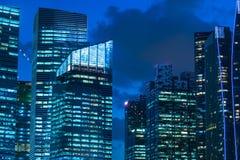 新加坡都市风景在大厦的小游艇船坞海湾 图库摄影