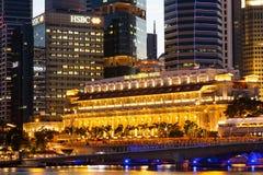 新加坡都市风景在晚上,新加坡- 2015年1月17日 免版税库存照片