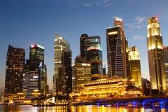 新加坡都市风景在晚上,新加坡- 2015年1月17日 库存图片
